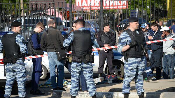 Сотрудники полиции на месте массовой драки в Москве - Sputnik Армения