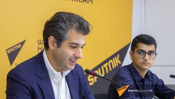 Пресс-конференция с участием Сергея Смбатяна и Дмитрия Ишханова (13 июля 2021). Еревaн - Sputnik Армения