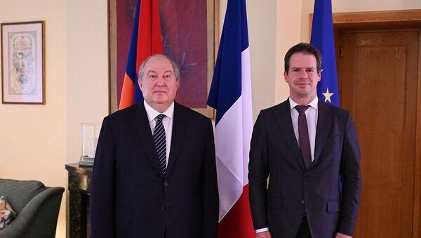 Президент Армен Саркисян и Чрезвычайный и полномочный посол Франции Джонатан Лакот на встрече по случаю национального дня Французской Республики - Sputnik Армения