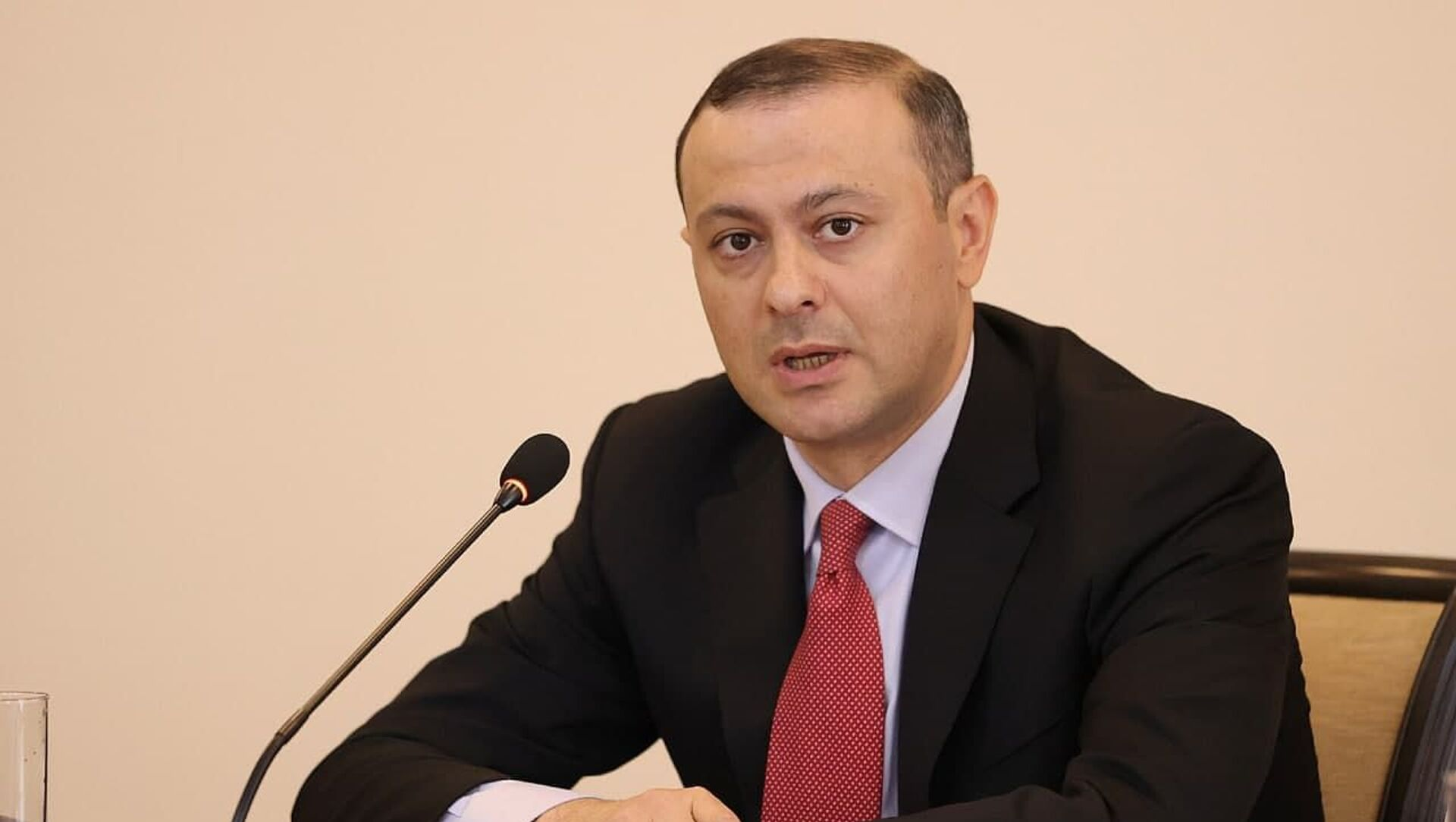 Новоназначенный первый заместительститель министра ИД Армен Григорян - Sputnik Армения, 1920, 23.07.2021