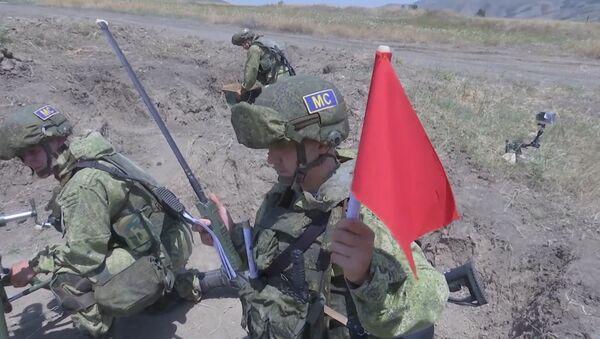 Занятия по боевой подготовке российских миротворцев в Нагорном Карабахе - Sputnik Армения