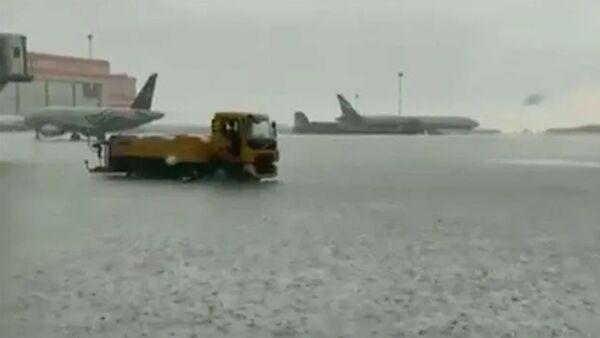 Затопленное летное поле в аэропорту Шереметьево - Sputnik Армения