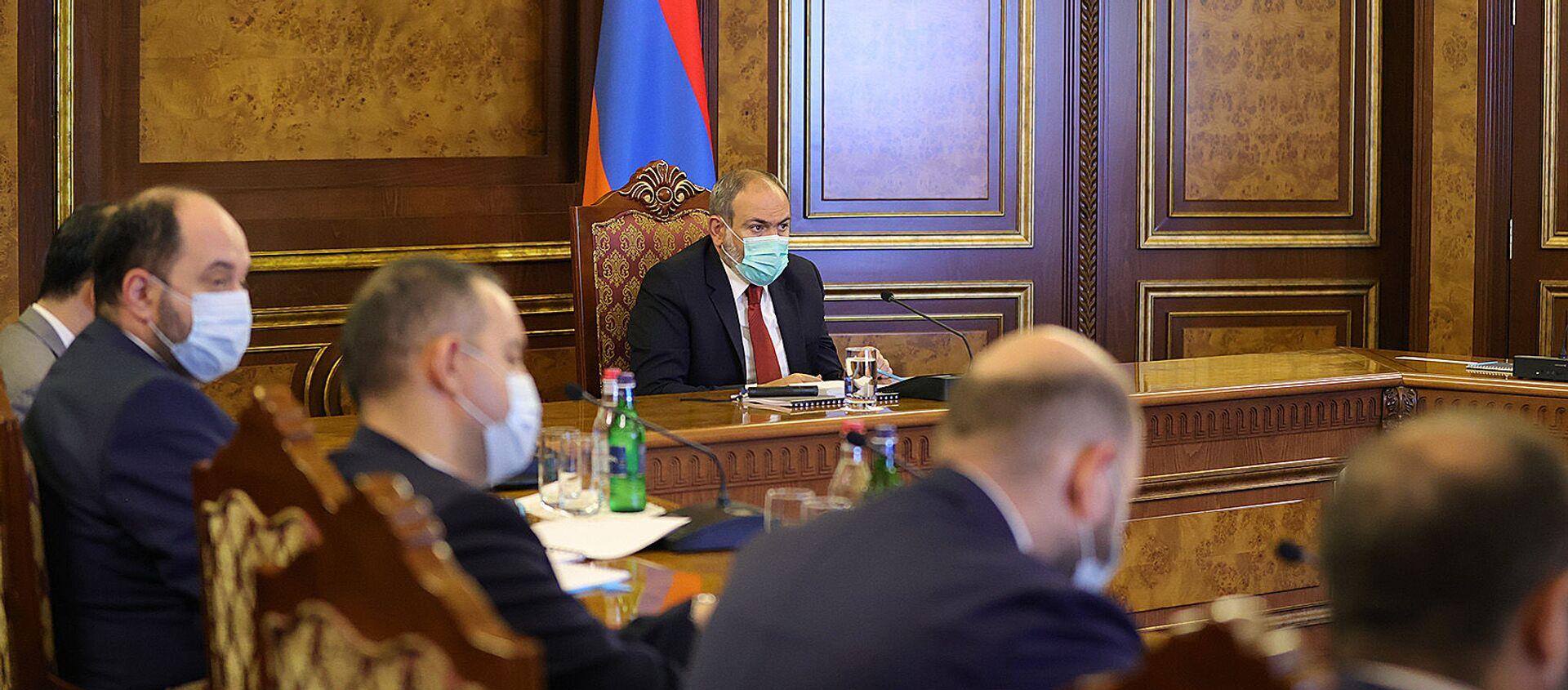 И.о. премьер-министра Никол Пашинян провел заседание в правительстве на тему деятельности Фонда государственного интереса Армении (ANIF) (16 июля 2021). Еревaн - Sputnik Արմենիա, 1920, 23.08.2021