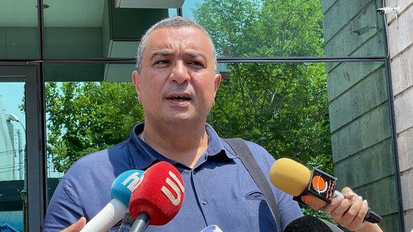 Адвокат Армен Мелконян отвечает на вопросы журналистов - Sputnik Արմենիա