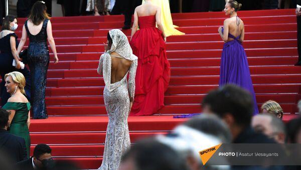ЭмДжей Родригес в платье от Etro - Sputnik Армения