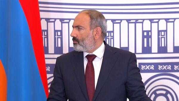 И.о. премьер-министра Никол Пашинян на переговорах с председателем ЕС Шарлем Мишелем (17 июля 2021). Еревaн - Sputnik Армения