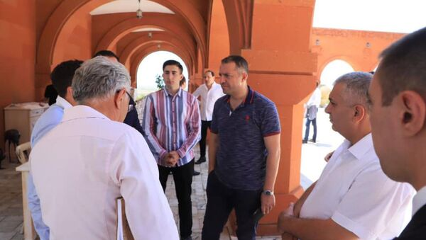 И.о. министра экономики Ваган Керобян на встрече с виноделами и коньячниками (17 июоя 2021). Еревaн - Sputnik Армения