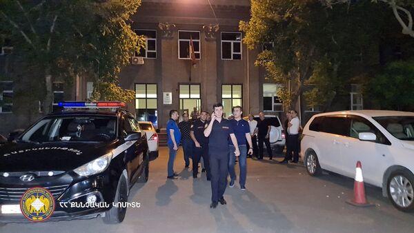 Сотрудники правоохранительных органов работают на месте преступления (18 июля 2021). Еревaн - Sputnik Արմենիա