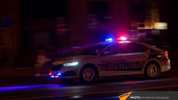 Автомобиль патрульной службы на улицах Еревана - Sputnik Արմենիա