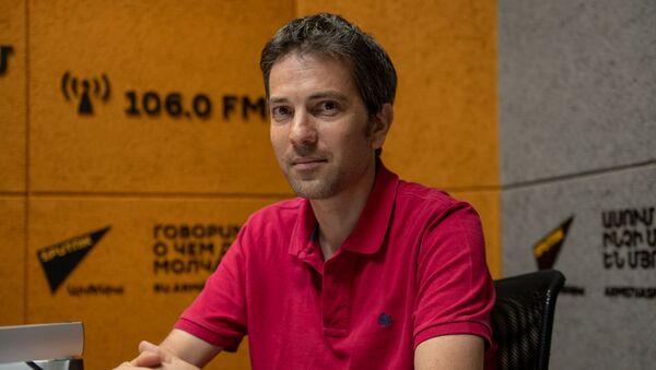 Французско-армянский журналист, аналитик Тигран Екавян в гостях радио Sputnik - Sputnik Արմենիա