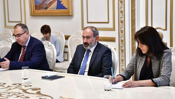 И.о. премьер-министра Никол Пашинян принял депутата Европарламента Натали Луазо (20 июля 2021). Еревaн - Sputnik Армения