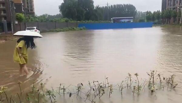 В Китае проливные дожди и наводнения оставили под водой железнодорожные вокзалы и дороги - Sputnik Արմենիա