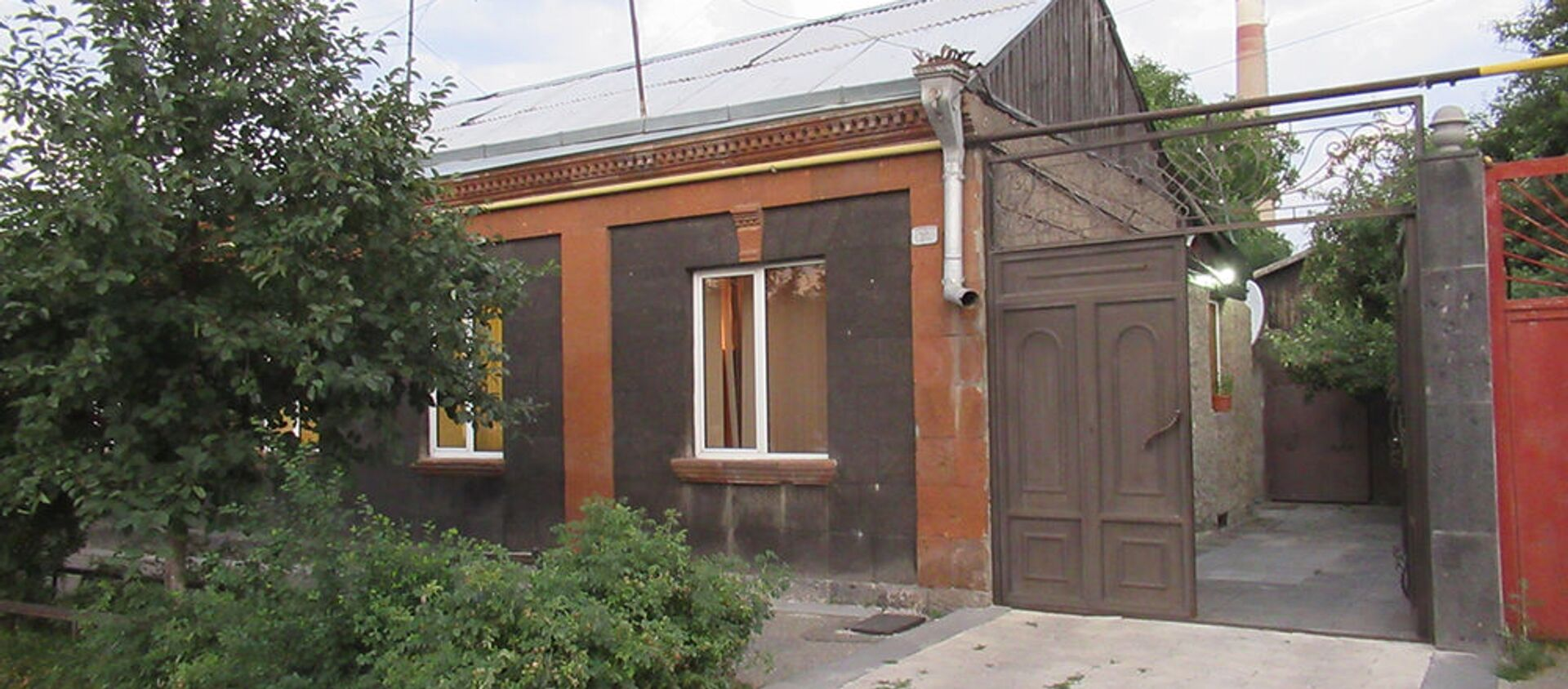 Доме на улице Пароняна в Гюмри - Sputnik Армения, 1920, 21.07.2021