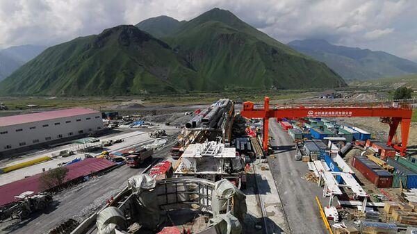 Строительство тоннеля на участке Цкере-Коби автомобильной дороги Мцхета-Степанцминда-Ларс (22 июля 2021). Грузия - Sputnik Արմենիա