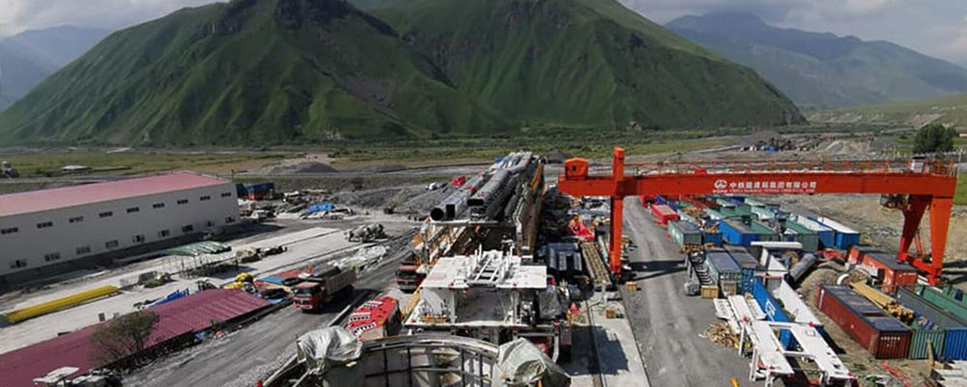 Строительство тоннеля на участке Цкере-Коби автомобильной дороги Мцхета-Степанцминда-Ларс (22 июля 2021). Грузия - Sputnik Արմենիա, 1920, 27.08.2021