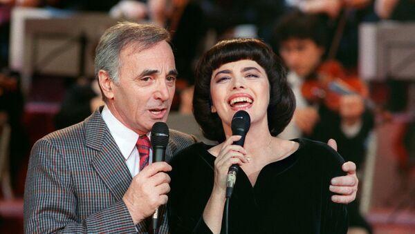 Шарль Азнавур и Мирей Матье на репетиции телешоу Le Grand Echiquier в Булони, 1987 год - Sputnik Армения