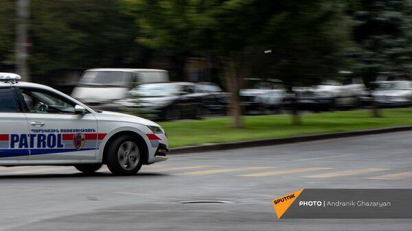 Автомобиль патрульной службы на улицах Еревана - Sputnik Армения