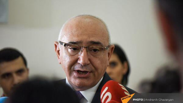 Председатель ЦИК Тигран Мукучян отвечает на вопросы журналистов - Sputnik Армения