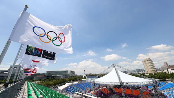 Олимпийские флаги на стадионе спортивного парка Аоми в Токио - Sputnik Արմենիա