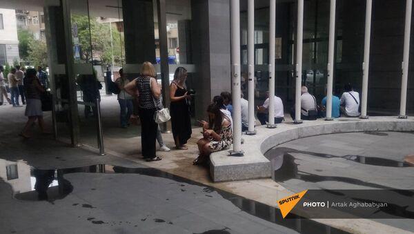 Акция протеста по вопросу слияния театров - Sputnik Армения
