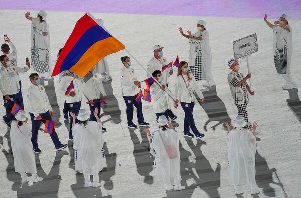 Հայաստանի հավաքականը՝ դրոշակակիրներ Վարսենիկ Մանուչարյանի և Հովհաննես Բաչկովի գլխավորությամբ - Sputnik Արմենիա