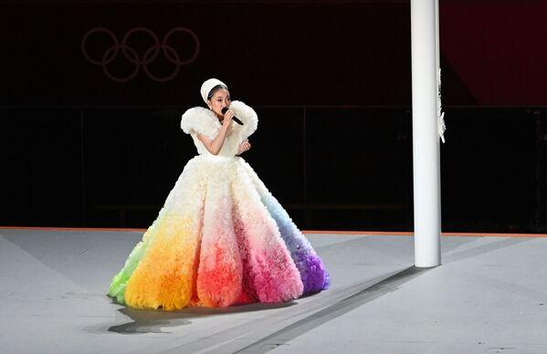 Երգչուհի Միսիան կատարում է Ճապոնիայի օրհներգը երկրի դրոշի բարձրացման ժամանակ - Sputnik Արմենիա