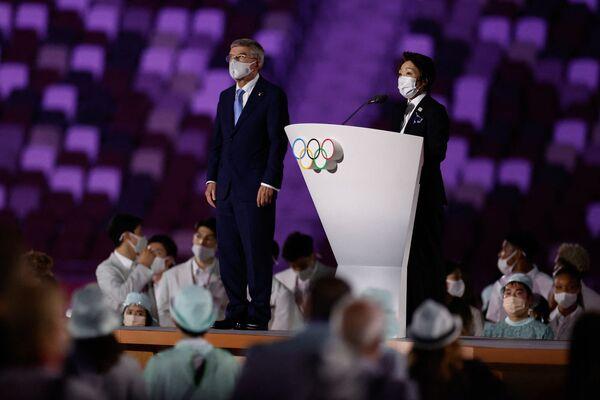 Տոկիոյի կազմակերպչական կոմիտեի նախագահ Սեյկո Հասիմոտոն (ձախից) Տոկիոյի օլիմպիական խաղերի բացման արարողության ժամանակ ելույթ է ունենում ՄՕԿ-ի նախագահ Թոմաս Բախի կողքին - Sputnik Արմենիա