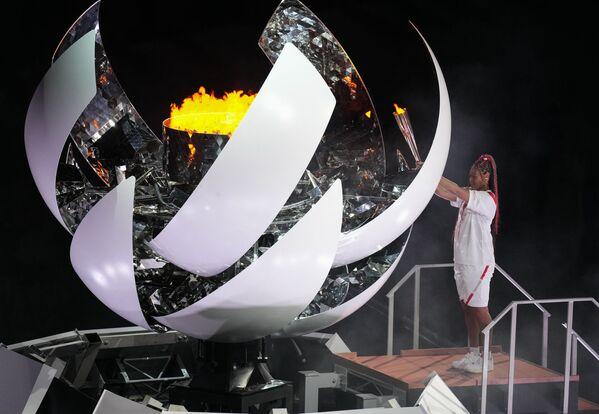 Թենիսիստուհի Նաոմի Օսական վառում է օլիմպիական կրակը - Sputnik Արմենիա