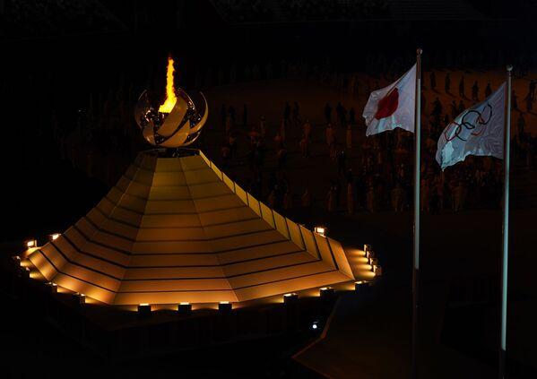 Վառված օլիմպիական գավաթը՝ 32-րդ ամառային խաղերի բացման արարողության ժամանակ - Sputnik Արմենիա