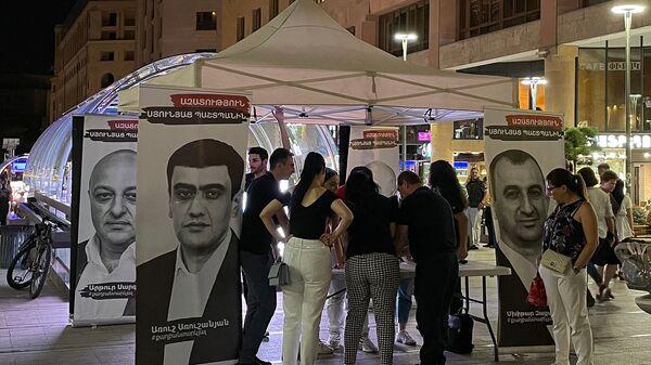 Сбор подписей для освобождения глав общины Сюникской области на Северном проспекте (23 июля 2021). Еревaн - Sputnik Армения