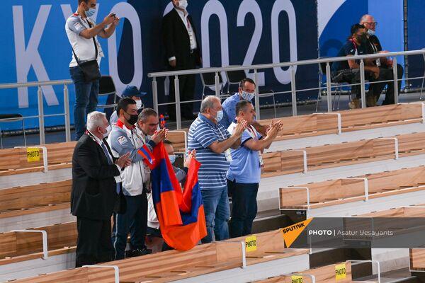 Президент Армен Саркисян аплодирует Артуру Давтяну - Sputnik Армения
