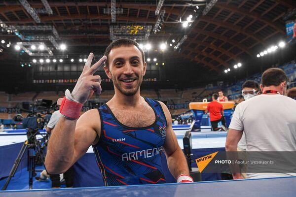 Артур Давтян делает победный жест рукой после второго блестящего выступления - Sputnik Армения