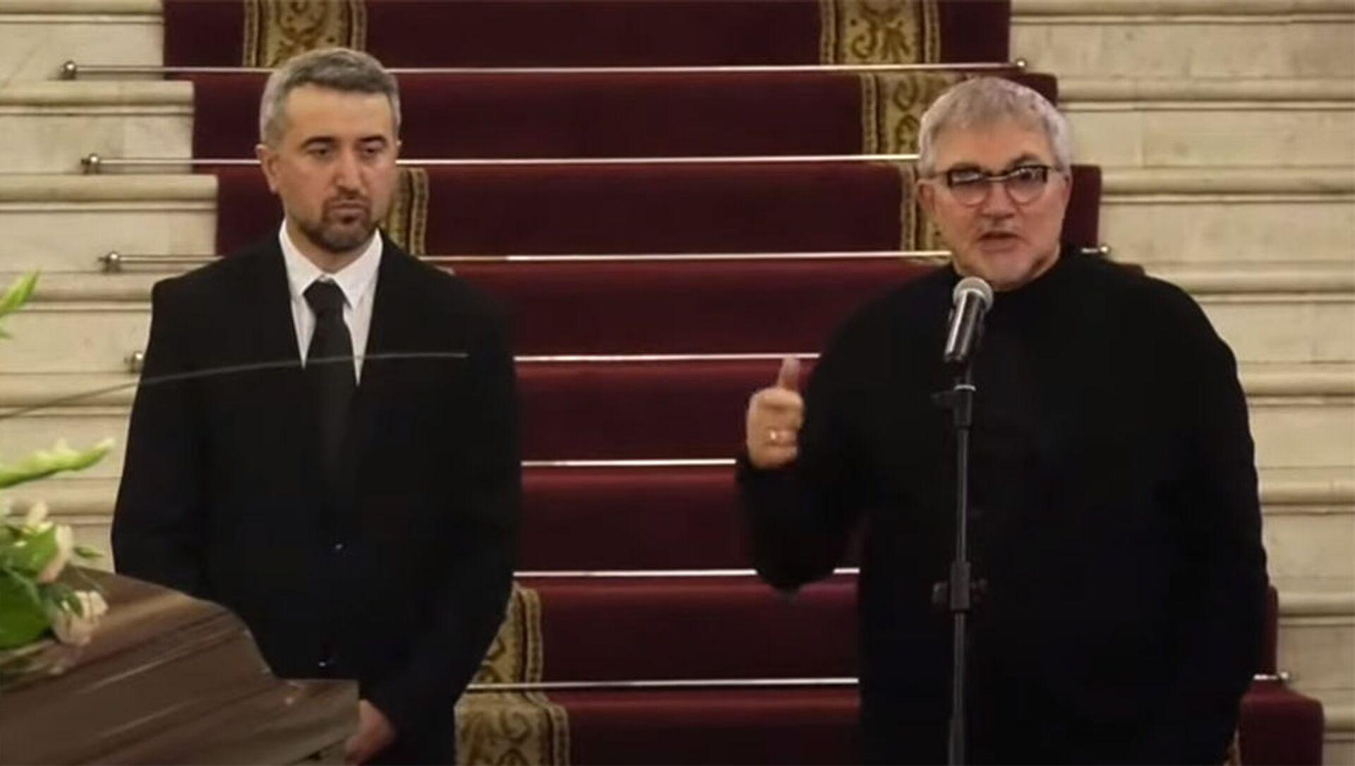 Ара Хзмалян и Дмитрий Дибров на панихиде Дживана Гаспаряна - Sputnik Армения, 1920, 24.07.2021