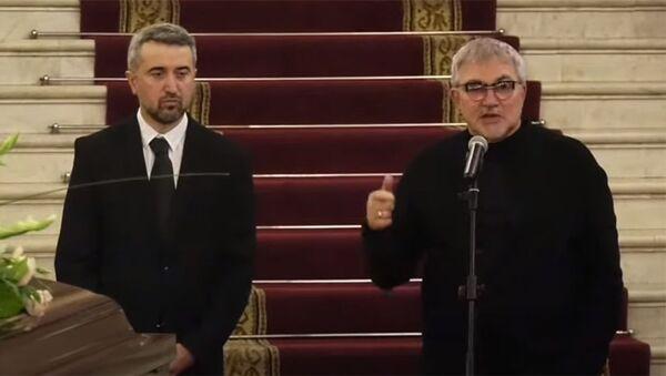 Ара Хзмалян и Дмитрий Дибров на панихиде Дживана Гаспаряна - Sputnik Армения