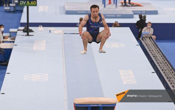 Артур Давтян во время прыжка - Sputnik Армения