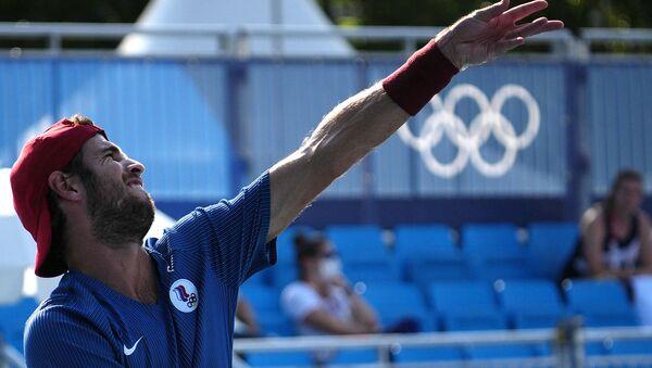 Российский теннисист Карен Хачанов в матче 1-го круга мужского парного разряда против Раджива Рама и Фрэнсиса Тиафо (США) на XXXII летних Олимпийских играх в Токио - Sputnik Армения