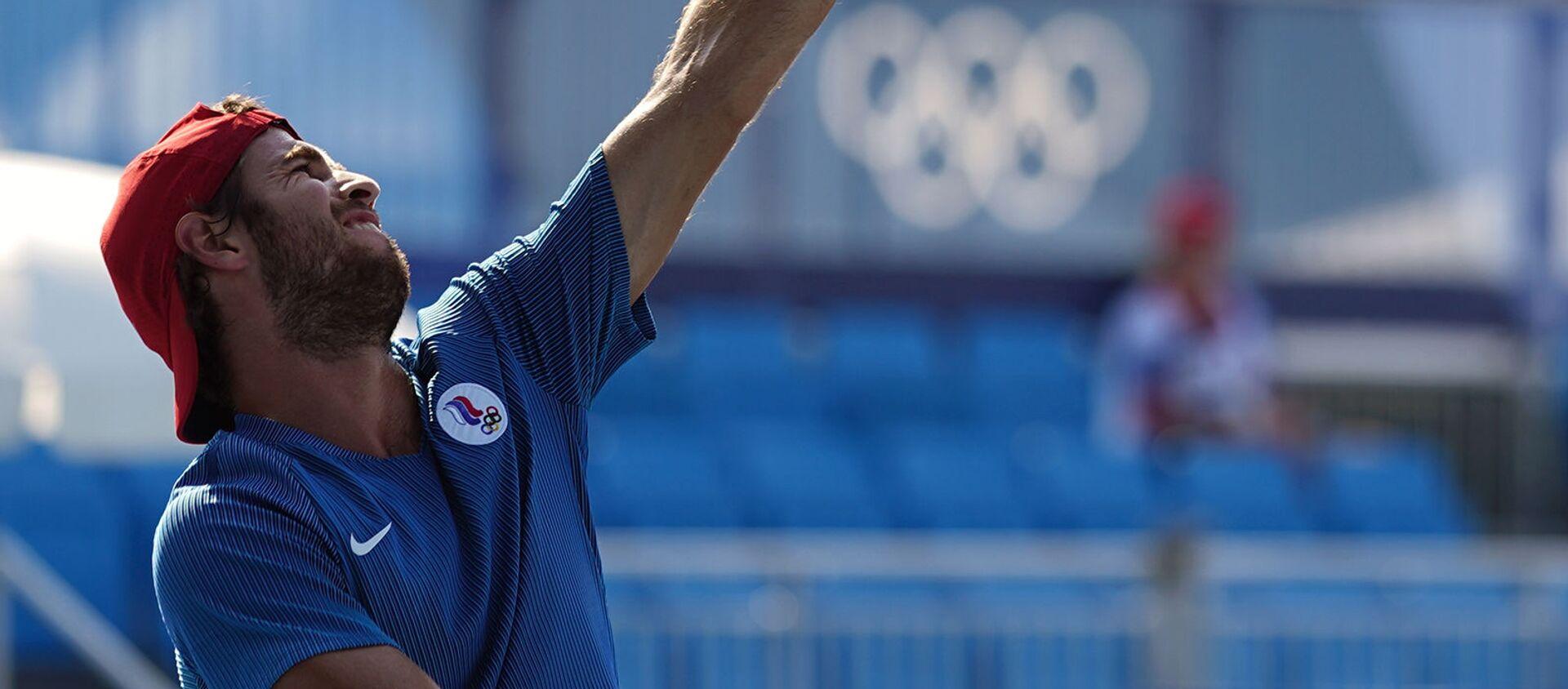 Российский теннисист Карен Хачанов в матче 1-го круга мужского парного разряда против Раджива Рама и Фрэнсиса Тиафо (США) на XXXII летних Олимпийских играх в Токио - Sputnik Արմենիա, 1920, 27.07.2021