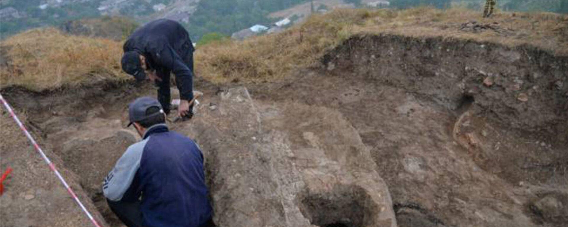 Археологические раскопки на территории крепости Тавуш в Берде - Sputnik Армения, 1920, 26.07.2021