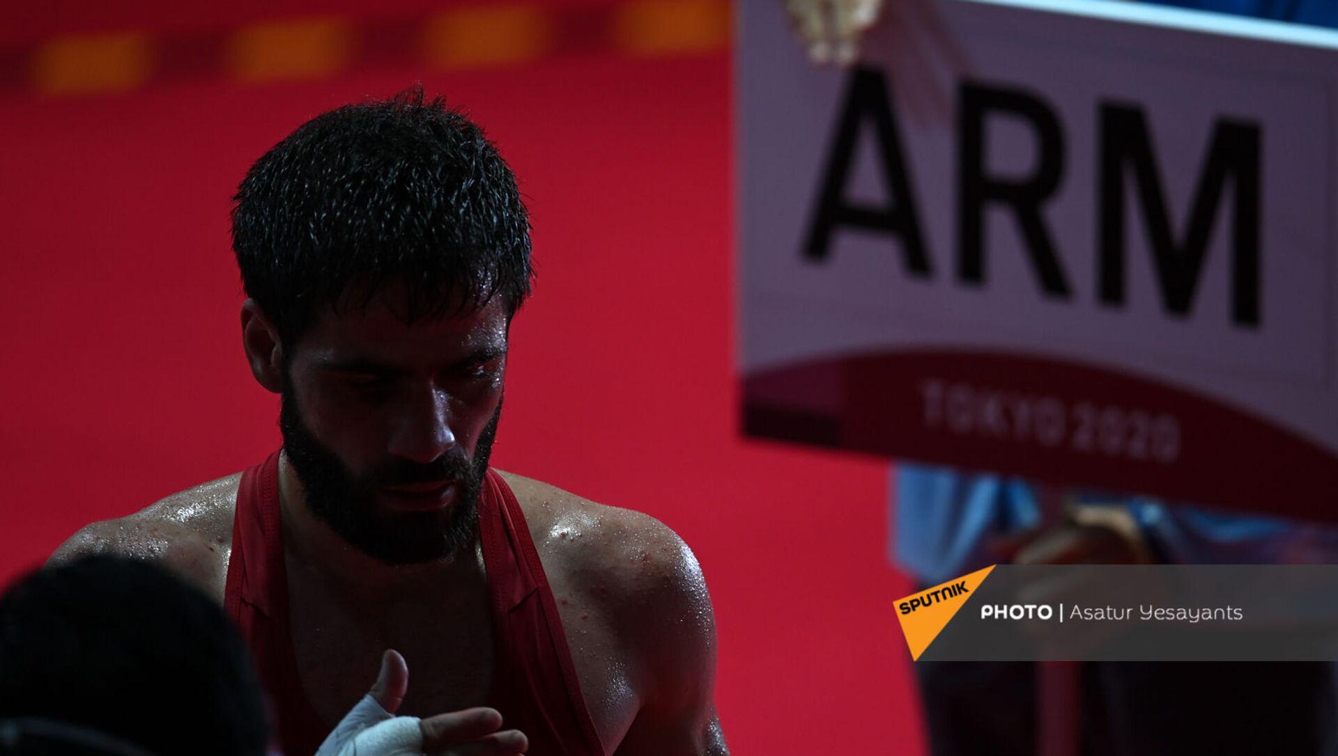 Корюн Согомонян (Армения) по окончании боя на XXXII летней Олимпиаде (26 июля 2021). Токио - Sputnik Արմենիա, 1920, 26.07.2021