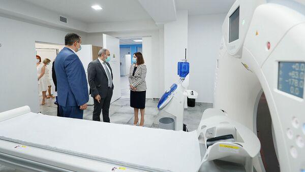 И.о. премьер-министра Никол Пашинян посетил медицинский центр Сурб Григор Лусаворич (26 июля 2021). Еревaн - Sputnik Армения