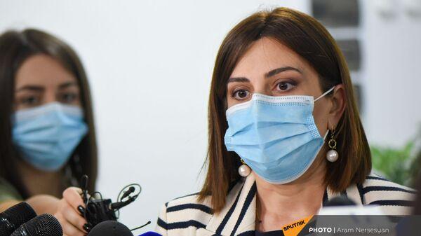 Глава Минздрава Армении Анаит Аванесян посетила медицинский центр Сурб Григор Лусаворич (26 июля 2021). Еревaн - Sputnik Армения