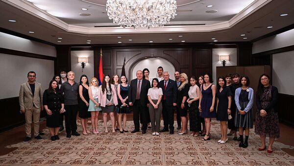 Президент Армен Саркисян встретилкся с представителями армянской диаспоры в Японии (26 июля 2021). Токио - Sputnik Արմենիա