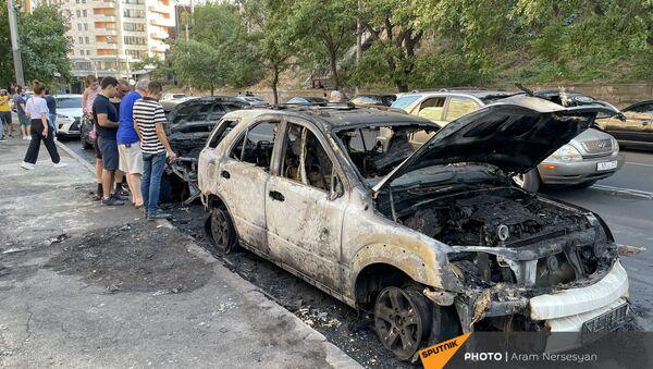 Сгоревшие машины на улице Сарьяна - Sputnik Армения