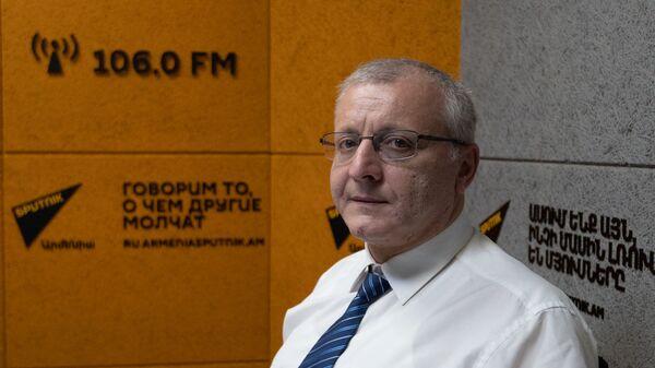 Политолог Сурен Суренянц в гостях радио Sputnik - Sputnik Արմենիա