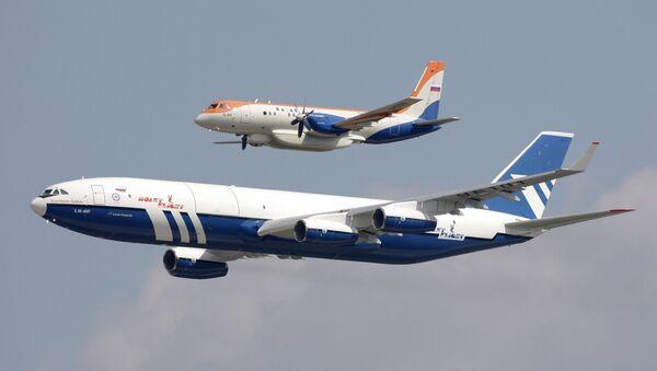 Самолеты: Ил-96-400Т (на первом плане) и Ил-114 - Sputnik Армения
