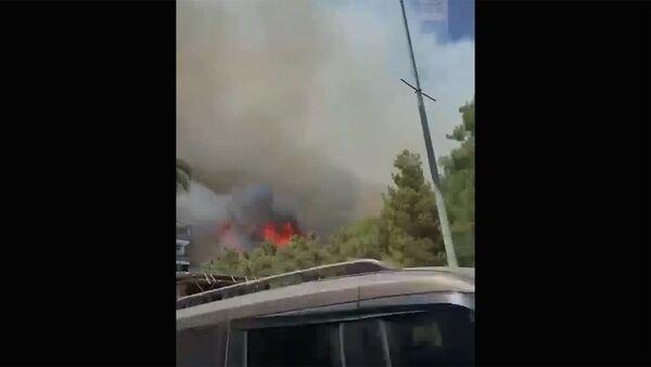 В турецкой Анталье лесные пожары подобрались к жилым домам и гостиницам - Sputnik Արմենիա