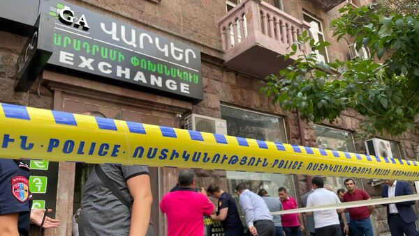 Полиция оцепила место нападения у офиса кредитной организации - Sputnik Արմենիա