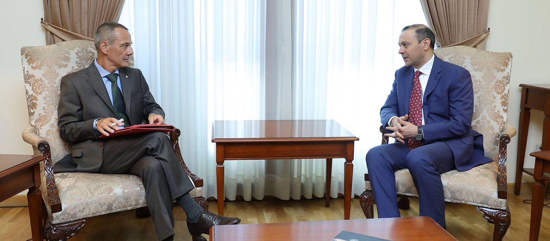 Встреча и.о. министра иностранных дел Армена Григоряна с руководителем делегации МККК в Армении Тьери Рибоном (30 июля 2021). Еревaн - Sputnik Արմենիա, 1920, 30.07.2021