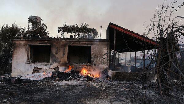 Сгоревший от лесных пожаров дом недалеко от горожа Манавгат (28 июля 2021). Турция - Sputnik Արմենիա