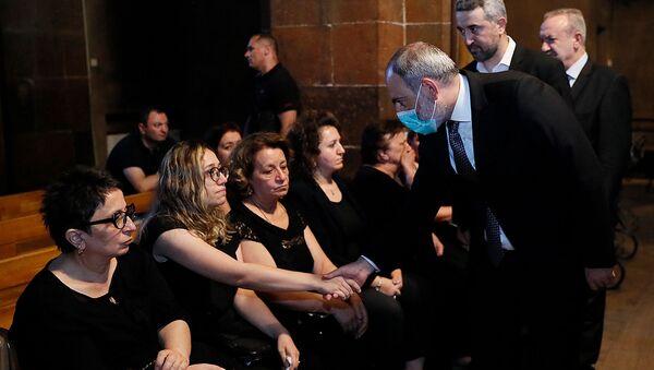 И.о. премьер-министра Никол Пашинян на панихиде Армена Шекояна (31 июля 2021). Еревaн - Sputnik Армения